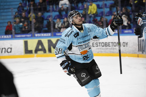 Severi Lahtinen oli Pelicansin a-nuorten suurimpia tähtiä tällä kaudella.