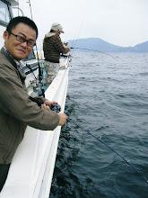 Photo: 思いっきり「カメラ目線」のカミヤマさん! タイラバヒット!