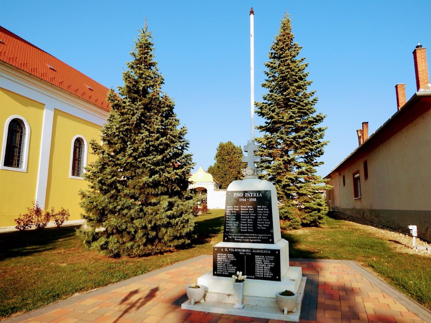 Simaság - I. és II. világháborús emlékmű és Országzászló