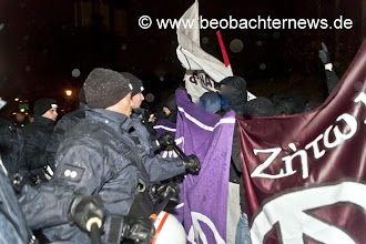Photo: Polizeiangriff