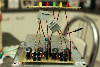 Photo: Detalhe da placa com os cabos conectados Os motores da EQ3-2 possuem conectores RJ-12. Coloquei dois RJ-12 fêmea conectados à placa.