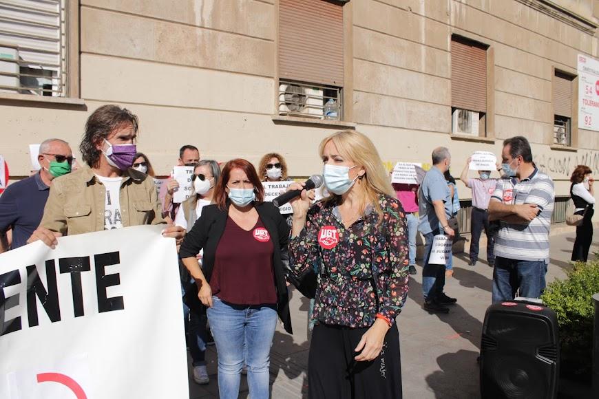 Las secretarias generales de UGT Almería y de Andalucía en el Día Mundial por el Trabajo Decente.