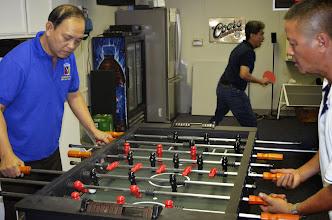 Photo: Màn tranh giải chung kết banh bàn.  Đào công Minh đoạt chức vô địch banh bàn