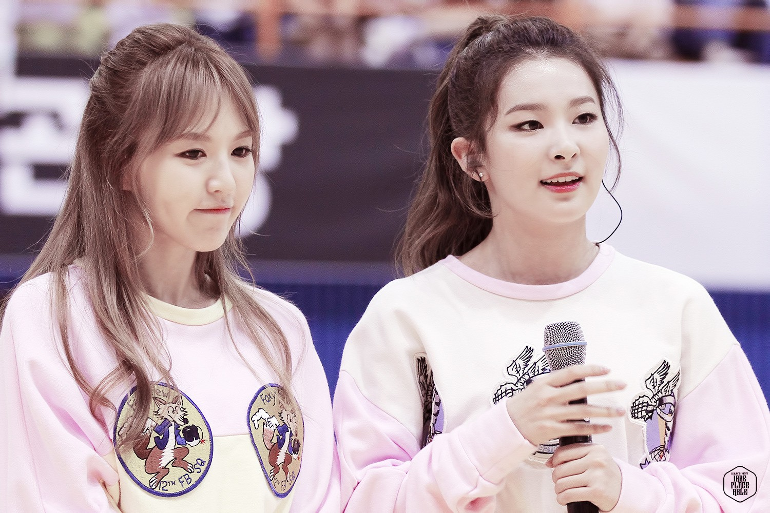 Red Velvet Wendy Finds Seulgi Crying Backstage And Comforts