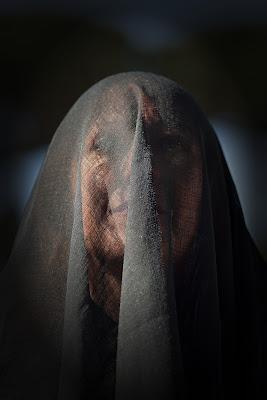 Ritratto di donna velata di Massimo Valentini
