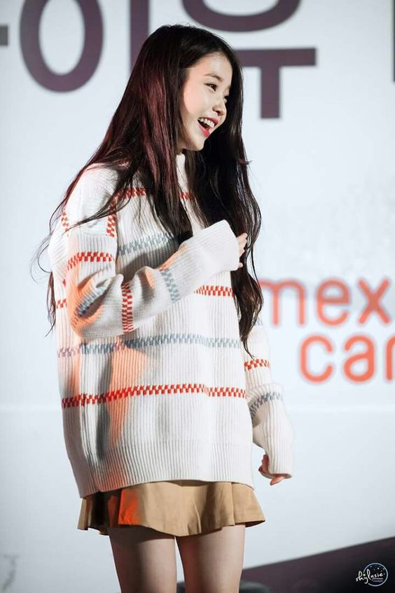 IU sweater 5