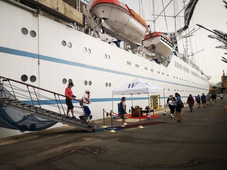 Cruceristas de Estados Unidos y México visitan Almería