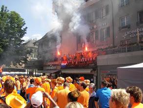 Photo: In Bern is het Oranje-feest al in volle gang (11.30 uur 's ochtends).