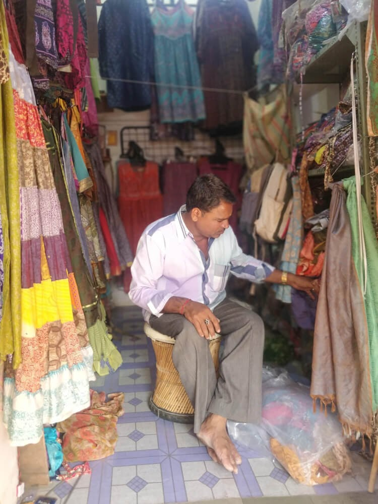 shopkeeper+pushkar+fair+rajasthan
