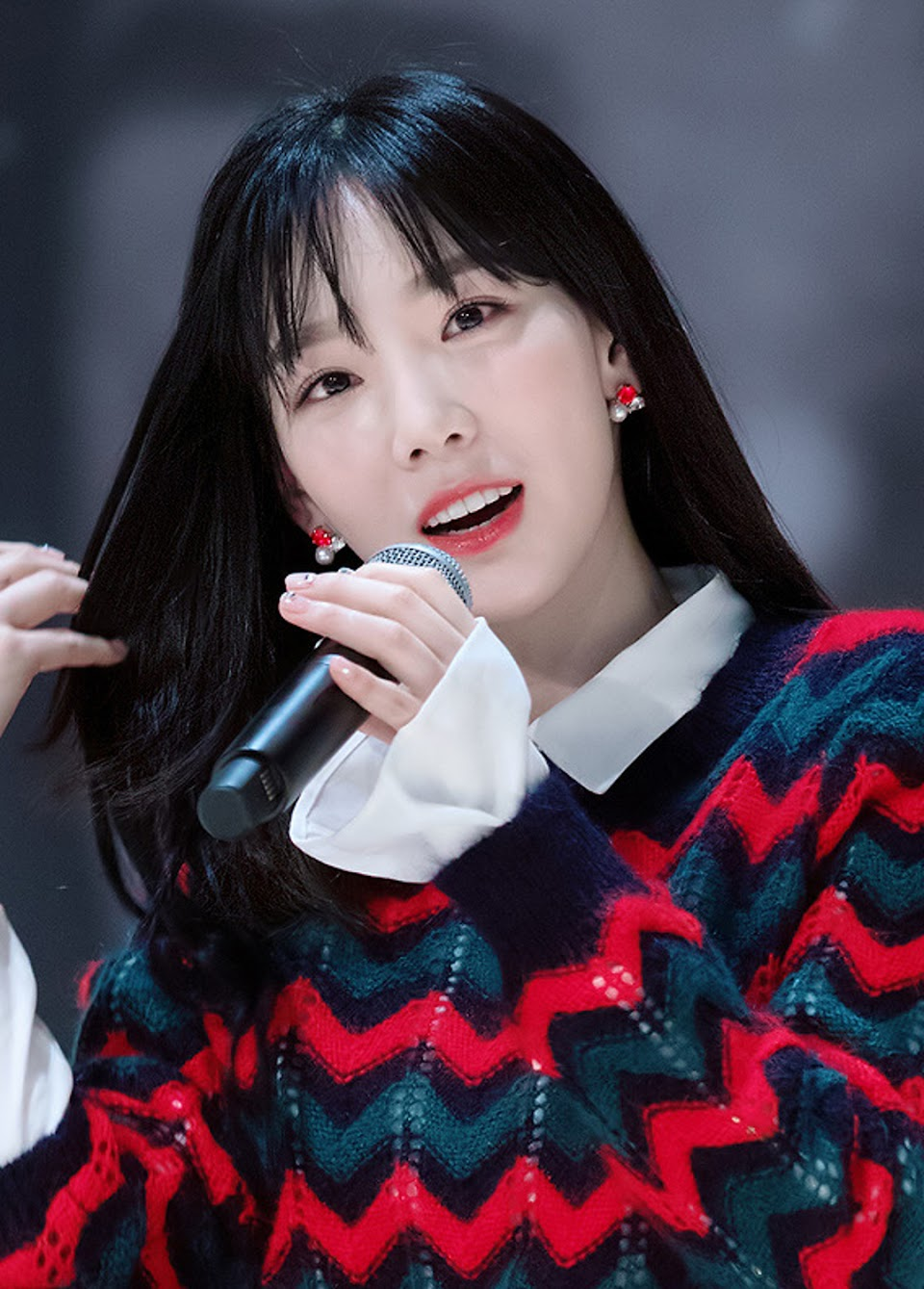 Kim_Tae-yeon_at_a_fansigning_event_on_December_17,_2017_(7)