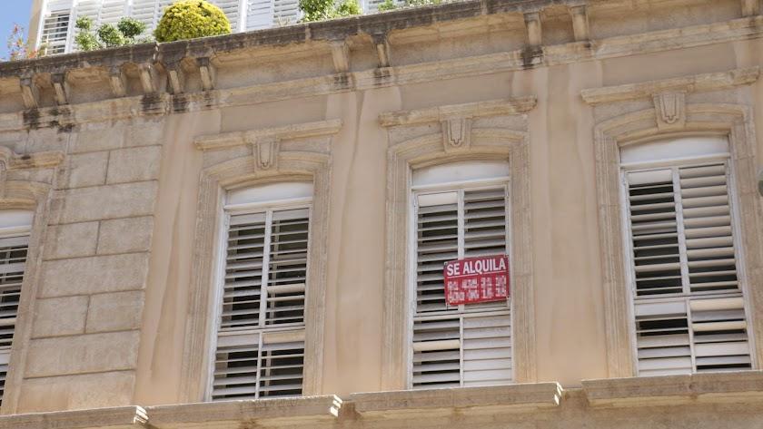 El mercado inmobiliario registra gran dinamismo en Almería, según datos de Tinsa.