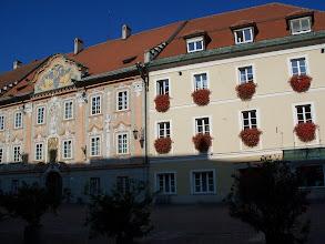 Photo: Und neben auch in Sankt Veit an der Glan - blumengeschmückte Fenster. E accanto, anche a Sankt Veit an der Glan, tutte le finestre piene di fiori. A obok, również w Sankt Veit an der Glan, okwiecone wszystkie okna.