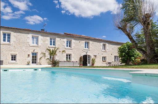 chambres d'hôtes de charme avec piscine entre la Rochelle et le Marais Poitevin