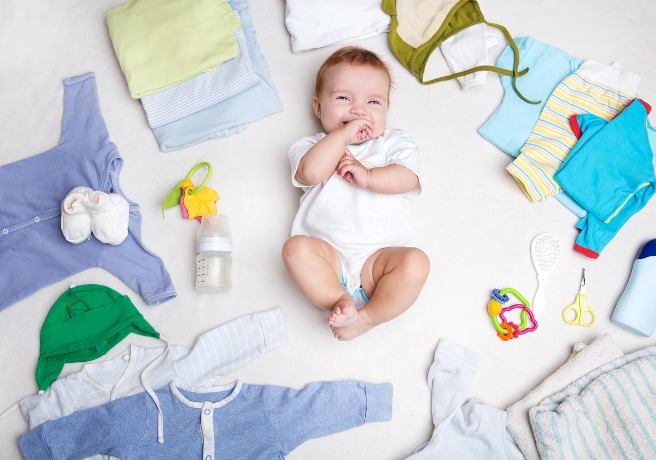 Uma imagem contendo pessoa, bebê, no interior, segurando  Descrição gerada automaticamente