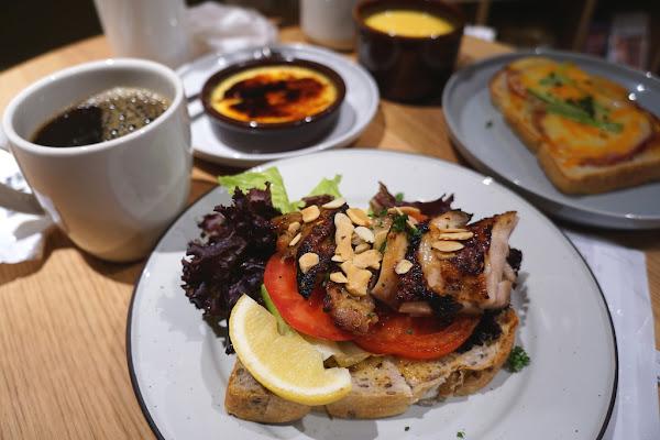 無印良品新型態 咖啡、輕食與書店的巧妙組合-Café MUJI A11店@捷運象山站@信義新天地A11