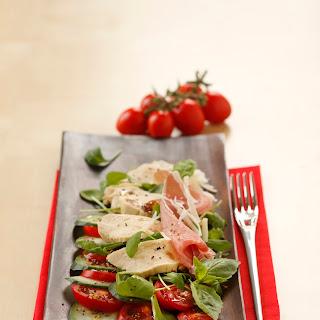 Mediterraner Salat mit Hühnerbrüstchen