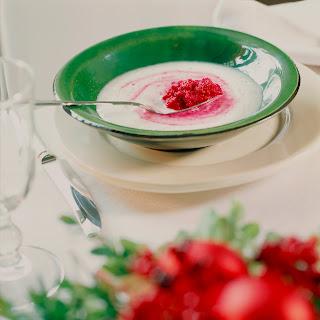 Meerrettichcremesuppe mit Rote-Beete-Pesto