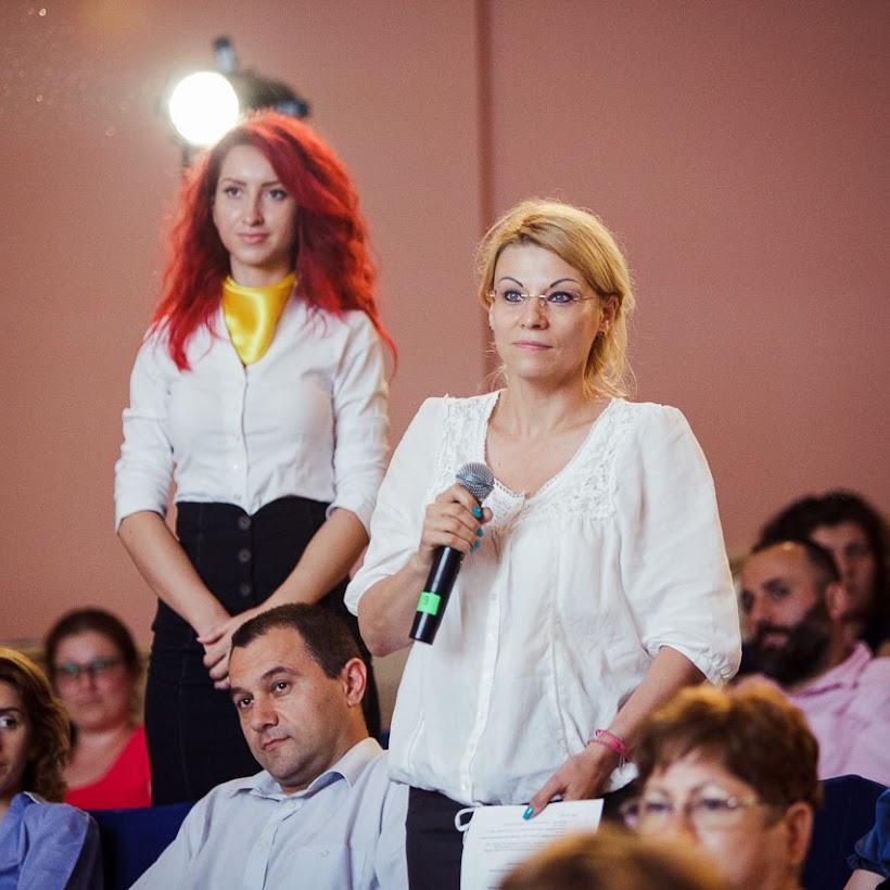 scoala-romaneasca-la-granita-dintre-traditie-si-inovare-prin-tehnologie-066