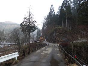 橋を渡って林道歩き