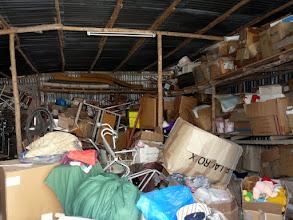 Photo: leur salle de stockage restera comble jusqu'à la finition des travaux