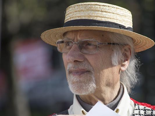 uomo con cappello di paglia di Andrea_116