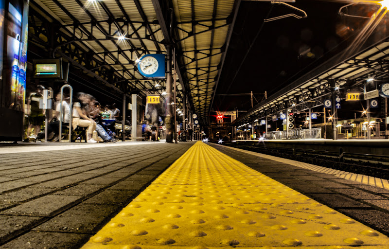 Fuga dai binari...arriva il treno! di Mark_Bert_ph