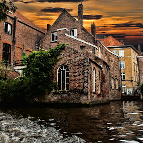 BRUGES (BELGIUM) by Gianluca Presto - City,  Street & Park  Historic Districts ( water, canals, home, building, houses, europe, bruges, belgium, travel, house, canal, city, sunset, buildings, homes,  )