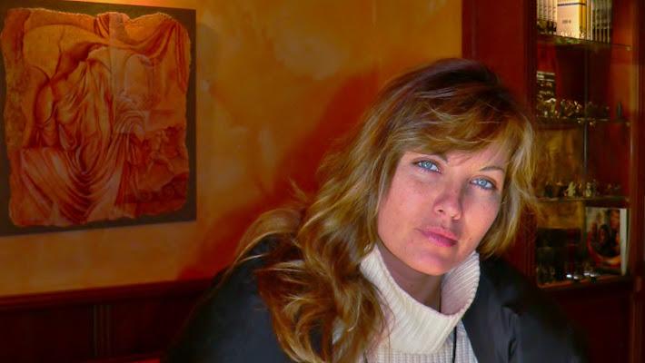 azzurro su arancio (Vanessa Gravina) di carlo fierro