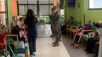 Equipo de la la UME militar en el Centro  de Mayores de Terque, ayer por la mañana.