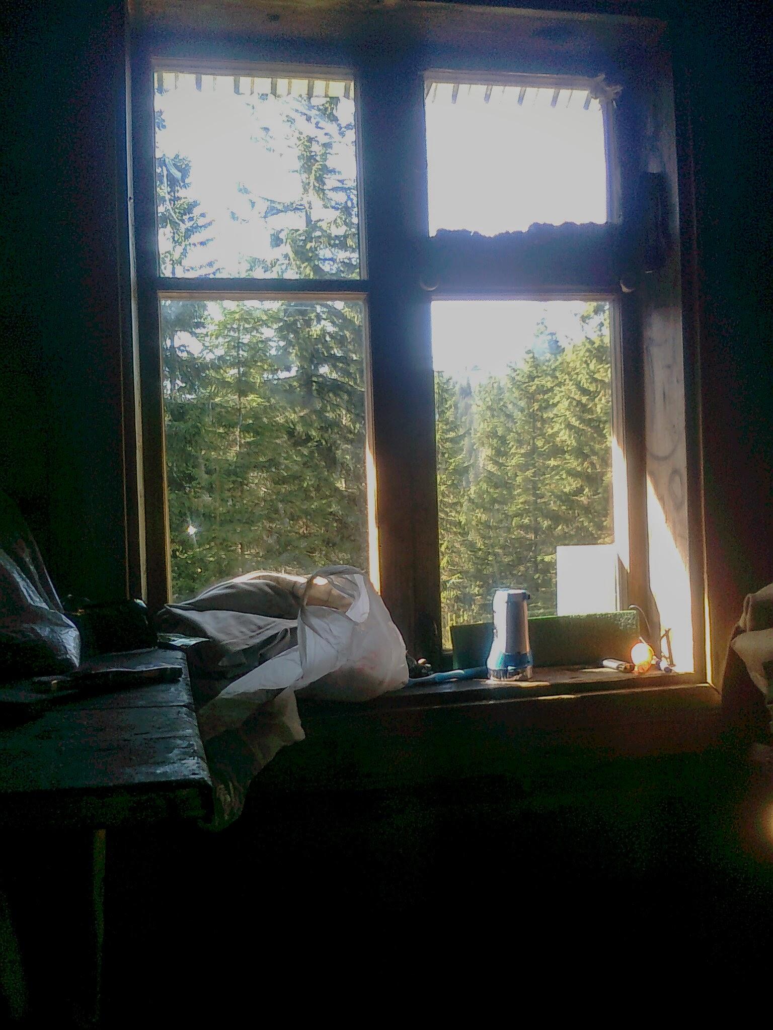 Вікно в будиночку