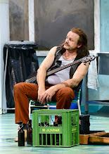 Photo: WIEN/ BURGTHEATER: DER REVISOR von Nikolaj Gogol. Premiere am 4.9.2015. Inszenierung: Alvis Hermanis. Oliver Stokowski. Copyright: Barbara Zeininger