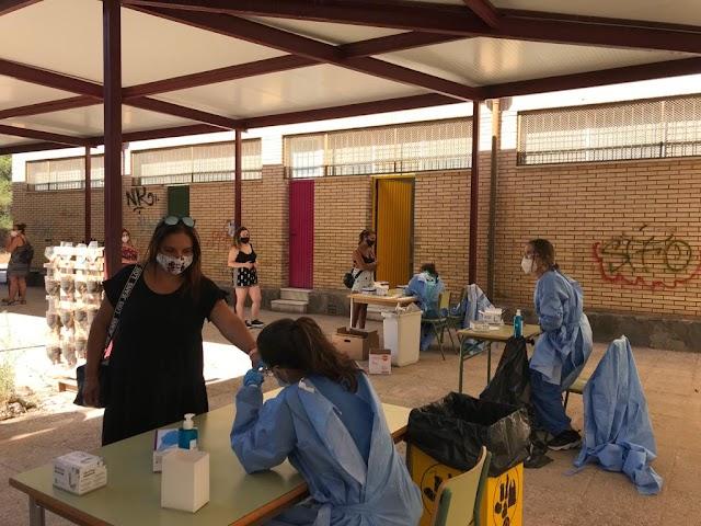 El personal de Escuelas Infantiles ha sido el primero en pasar este lunes por el IES Al Ándalus.