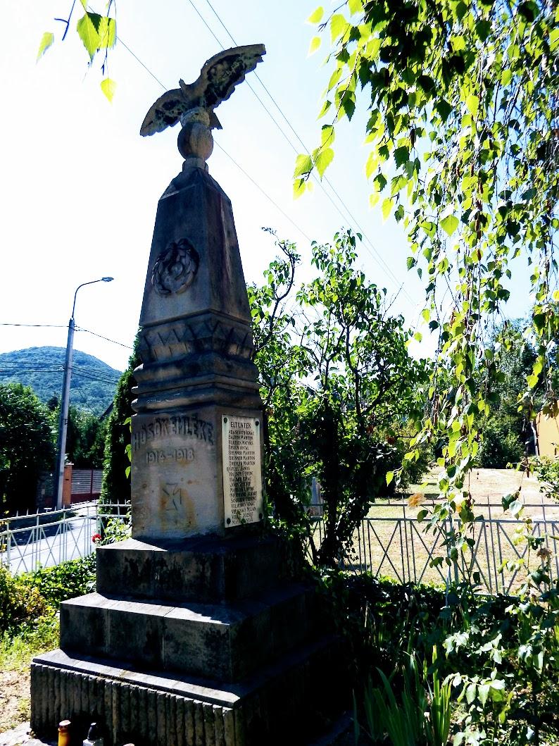 Csobánka - I. világháborús emlékmű a katolikus templom kertjében