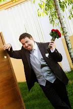 Photo: Един щастлив и влюбен младоженец в Ресторант Вила Марциана