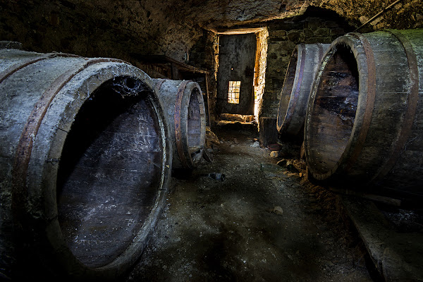 La stanza delle botti abbandonate di LucaMonego