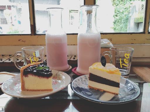 位子有點少~ 平日不限時  蛋糕很綿密好吃~