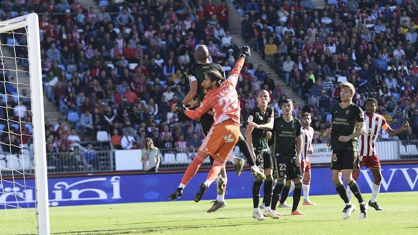 La Ponferradina ganó en el Mediterráneo en la primera vuelta (2-3).