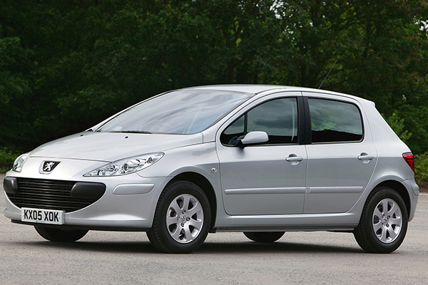 2007-Peugeot-307-Front-Side-View