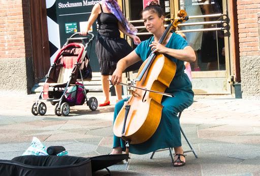 helsinki-street-musician.jpg - A street musician in downtown Helsinki.