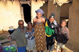 Photo: Viktor po mém zásahu se změnil v sympatického mladíka s africkým usměvem. Jeho sourozenci a babička.