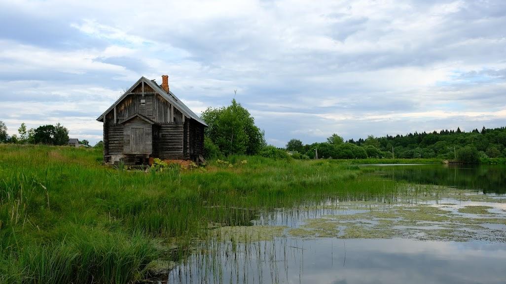 Здание прачечной является традиционной деревенской постройкой того времени.