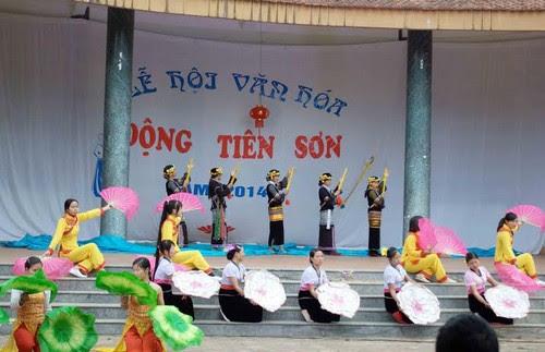 Nhộn nhịp lễ hội Động Tiên Sơn Lai Châu năm 2014