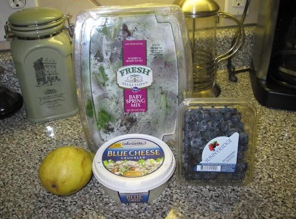 Put half of the salad ingredients in each bowl.