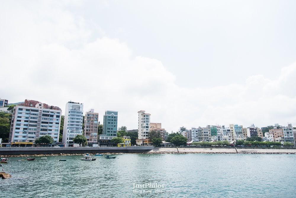 卜公碼頭可以往回眺望遠方的赤柱大街。