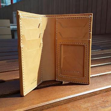 真皮植鞣手縫短銀包