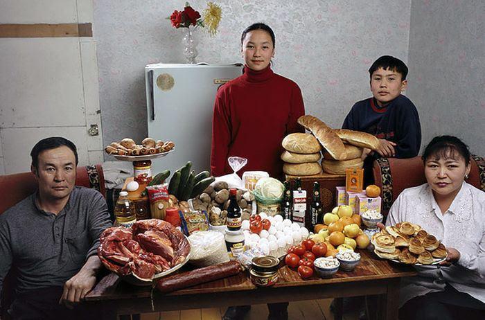 6rXamZ9LefyzbXg0cQ3hafUujuyHMJ00bUT4ME 0Ml4=w700 h462 no - Недельный запас еды для семьи в разных странах мира (фото)