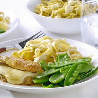Schnitzelenvelopjes Met Mozzarella, Peultjes En Tagliatelle