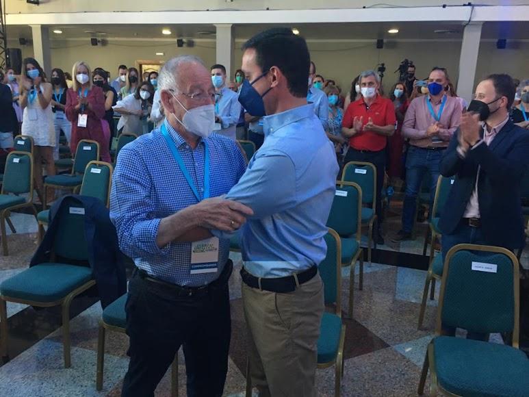 Gabriel Amat y Javier A. García se dan el relevo.
