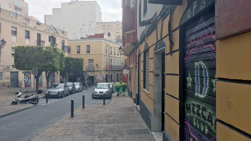 La Plaza Masnou, una de las tradicionales zonas de marcha de Almería, desde los año 70 y 80, ahora vacía.