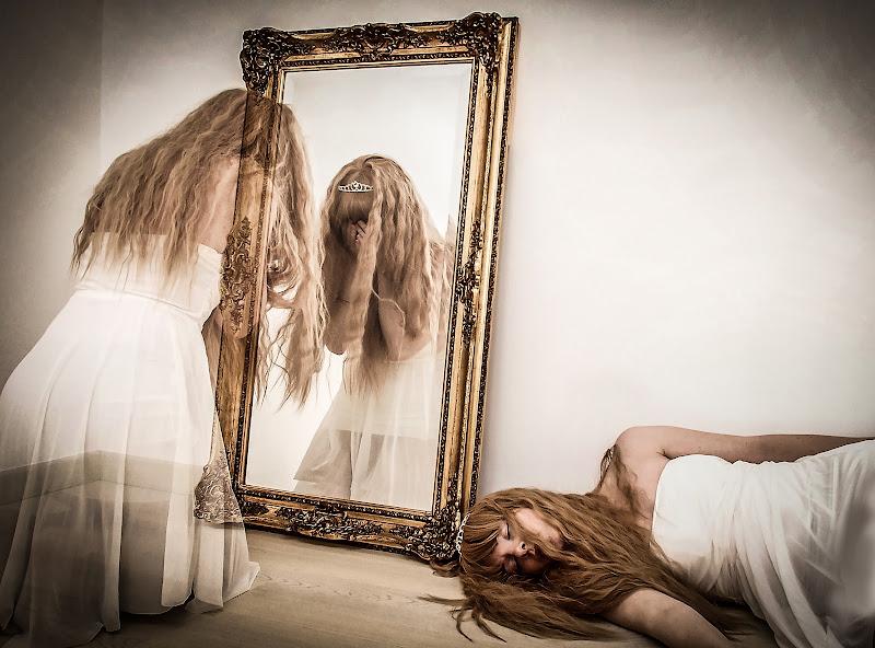 Fantasma allo specchio di gloriapostuma